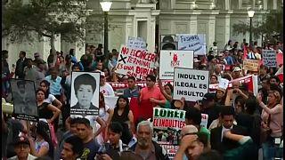 Decenas de miles de peruanos muestran su indignación por el indulto a Fujimori