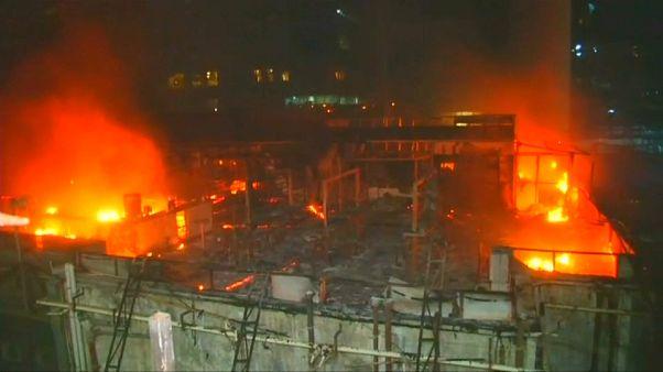 Trágico incendio en un restaurante de Bombay