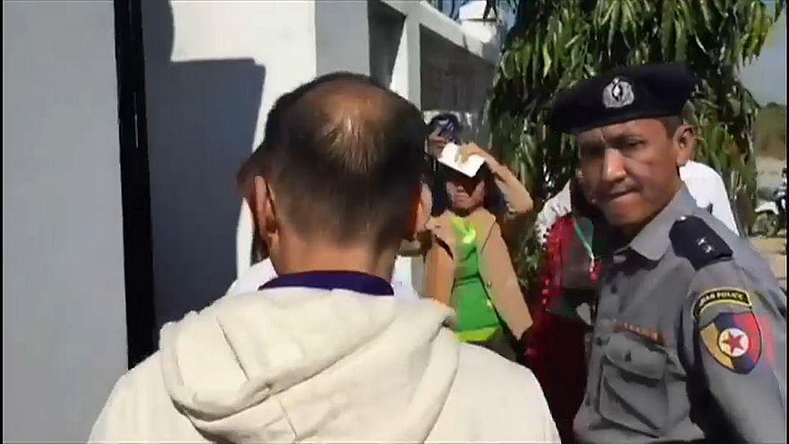 Myanmar liberta jornalistas da televisão turca