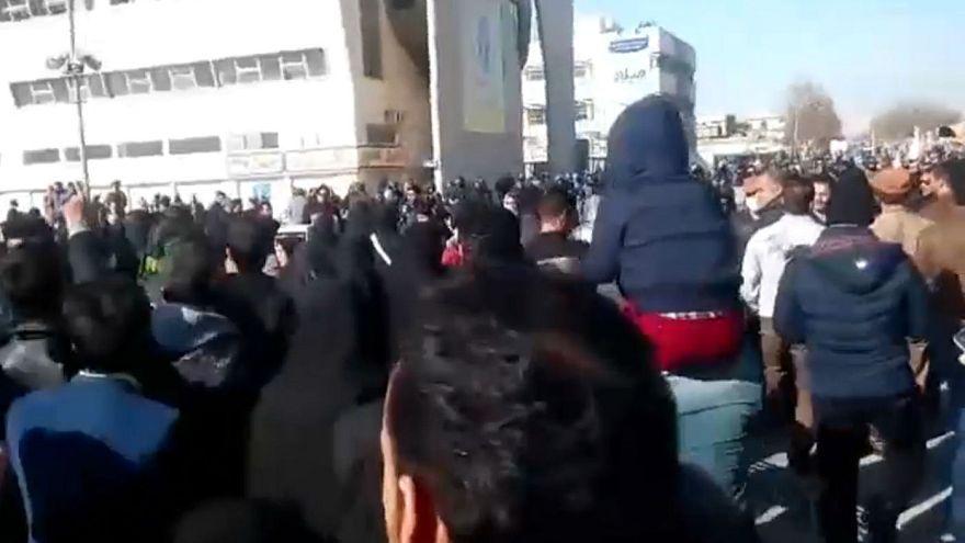 دستگیری ۵۲ نفر در ارتباط با تظاهرات استان خراسان رضوی