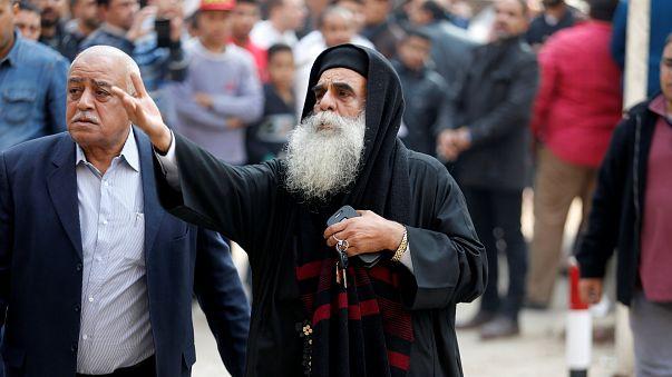 Priester am Tatort in Helwan