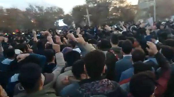 عکس منتسب به تظاهرات کرمانشاه، یورونیوز مستقلا صحت عکس را تایید نمیکند