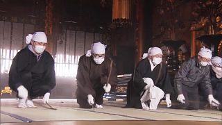 Limpeza de fim de ano em templo budista