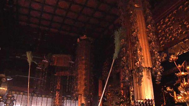 Ritual para limpiar el tempo de Zenkō-ji, en Japón
