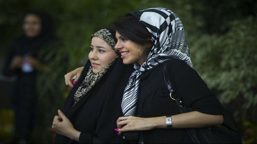هل بدأ سباق تحرر المرأة بين إيران والسعودية؟