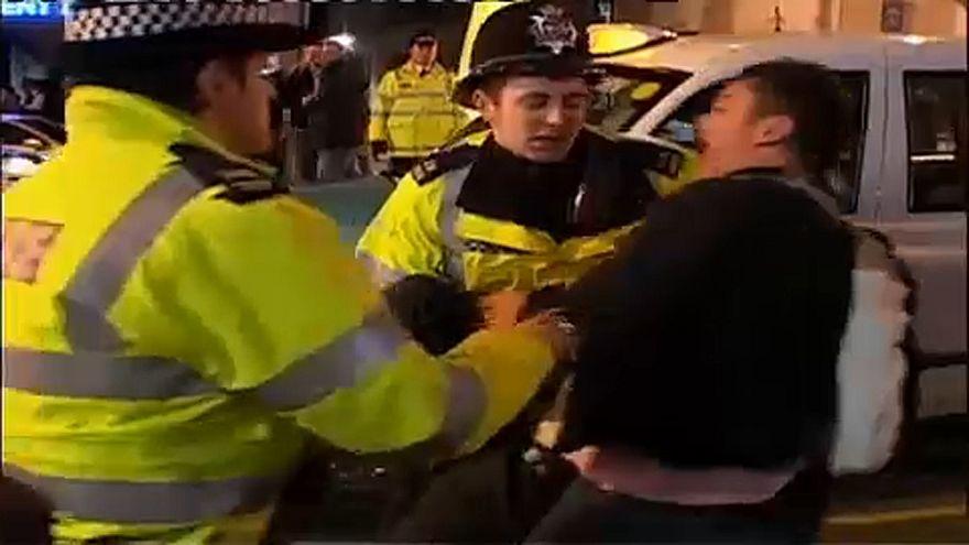 Részegekkel intézkednek brit rendőrök