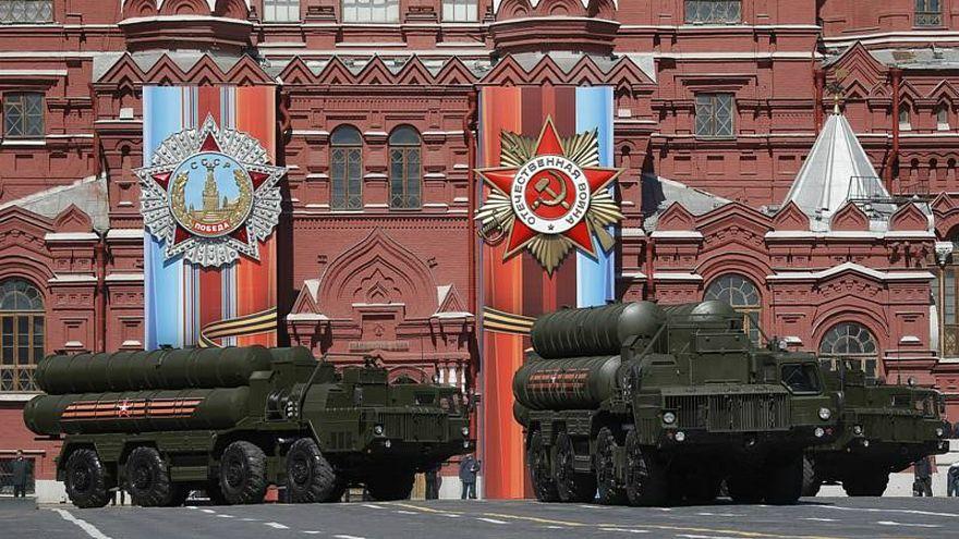 صواريخ أرض-جو روسية من الطراز إس-400 متوسطة وطويلة المدى