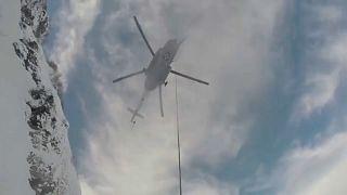 Russland: Hubschrauber rettet Snowboarder