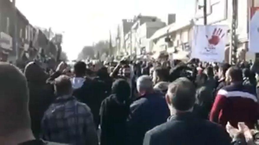 Segundo día de protestas contra la política económica del Gobierno iraní