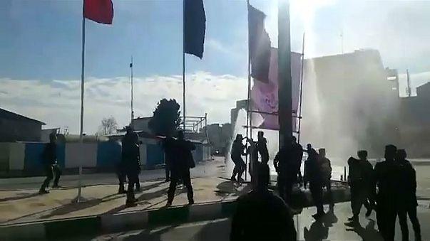 Protestos anti-governo espalham-se pelo Irão