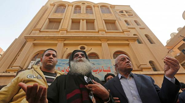 بالفيديو... شاب مصري يخاطر بحياته لإيقاف إرهابي