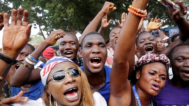 Υποστηρικτές του Ζορζ Γουεά πανηγυρίζουν στους δρόμους της Λιβερίας
