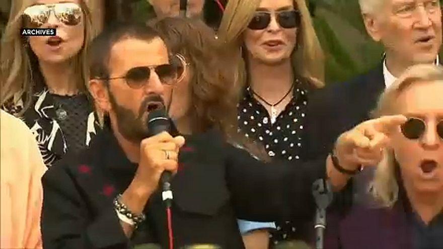 Ringo Starr fait chevalier par la reine Elizabeth II