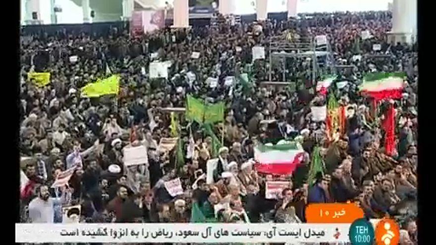 Kormánypártiak felvonulása Iránban