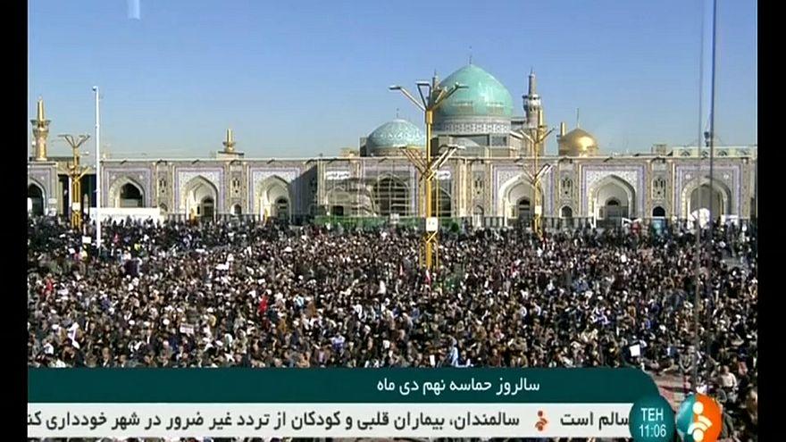 İran'da rejim destekçileri de sokağa indi