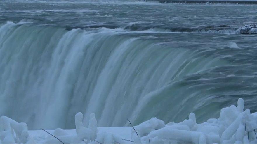 العاصفة القطبية تجمد شلالات النياغرا