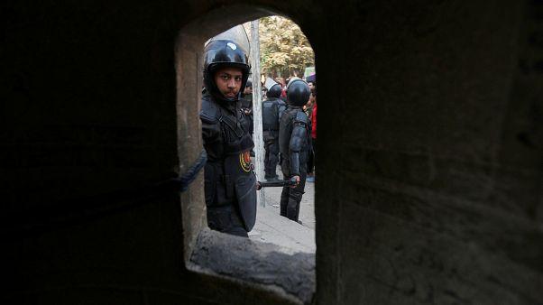 أحد عناصر الأمن المصري