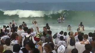 برزیل؛ برگزاری جشن در ستایش ایزدبانوی دریا