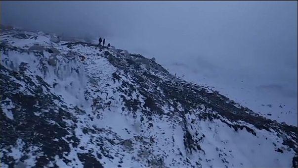 На Эверест в одиночку нельзя
