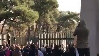 إيران: مقتل شخصين خلال التظاهرات بمدينة دورود غرب البلاد