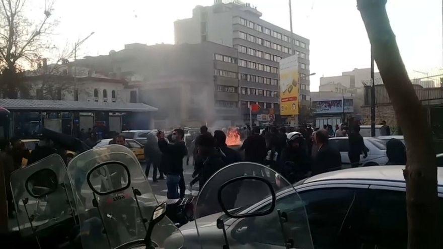 Manifestaciones pro y antigubernamentales toman las calles iraníes