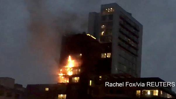 UK: dramatic fire in Manchester block of flats