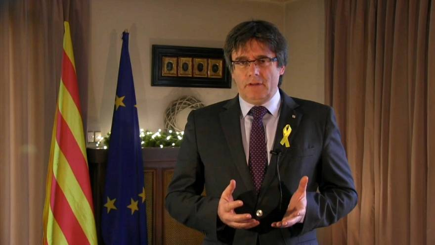 Puigdemont exige la restauración de su gobierno