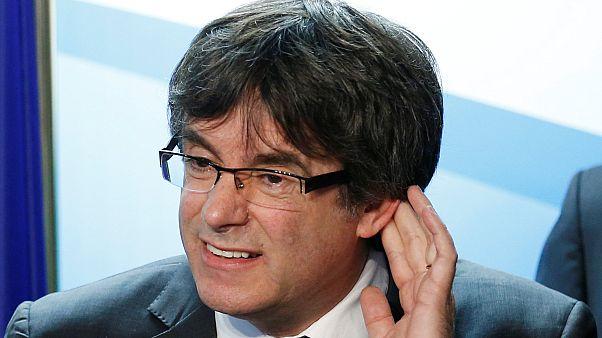 """Puigdemont """"exige"""" la restauration de son gouvernement"""