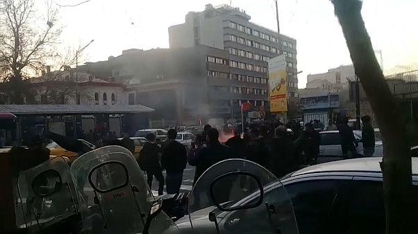 Волна акций протеста нарастает