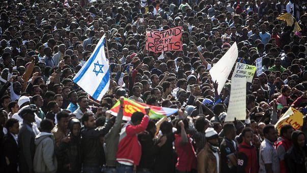 متظاهرون أفارقة في تل أبيب للاحتجاج على بطء الحكومة في إتمام إجراءات اللجوء