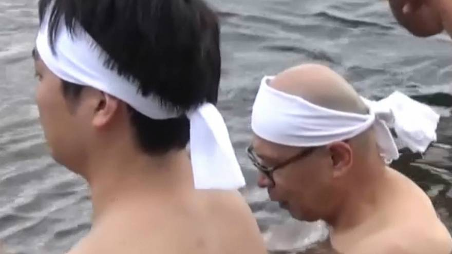 ژاپن؛ برگزاری مراسم تطهیر در رودخانه شهر گیفو