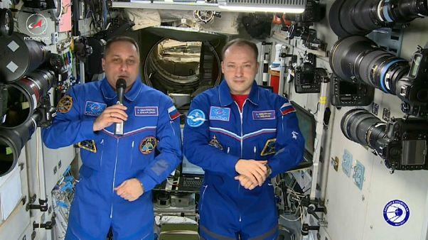 Los astronautas de la EEI felicitan el Año Nuevo