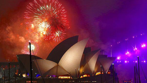Tűzijáték a Sydney-i operaház mögött