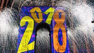 Tűzijátékkal és mulatozással köszöntötték 2018-at Európában