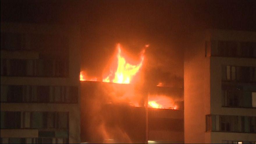 Huge car-park blaze 'destroys 1,400 vehicles'