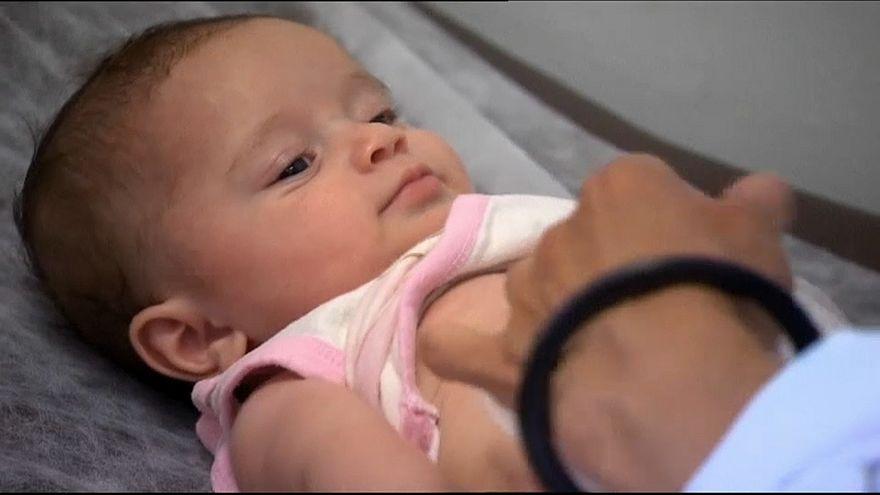 Франция вводит 11 обязательных прививок для детей