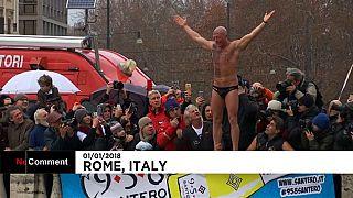 Tradição de mergulhar em água gelada mantém-se em Roma
