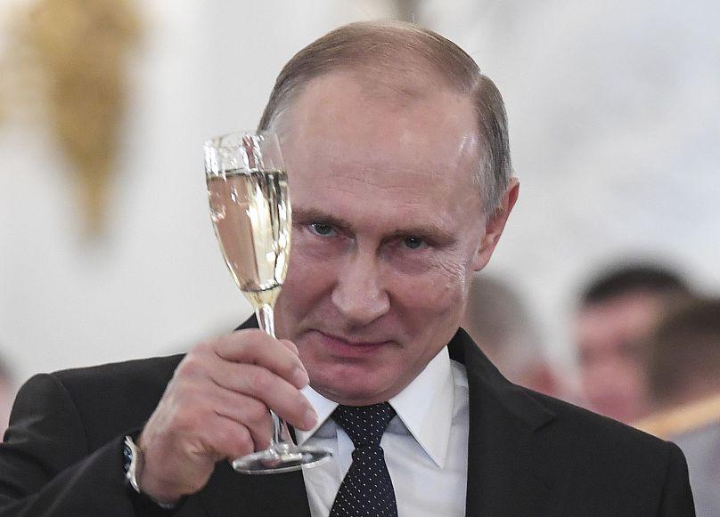 Vladimir Putin ad una cerimonia per i soldati impegnati in Siria