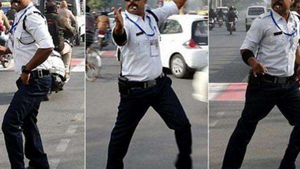 مايكل جاكسون ينظم حركة المرور في الهند