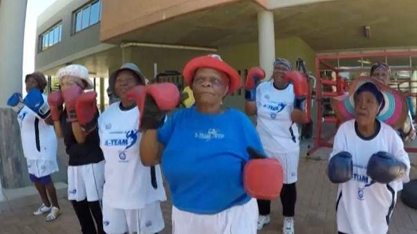 Abuelas sudafricanas se lanzan al boxeo para mantenerse en forma