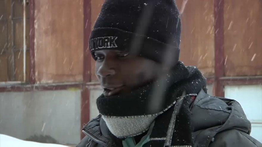 un migrante 17enne lungo il sentiero per il Col de l'Echelle