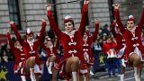 Londres celebra 2018 com parada para milhares de pessoas