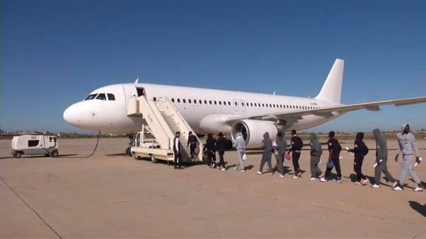 Afrikalı göçmenler Libya'dan ayrılıyor
