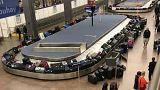 تكدس الأمتعة في صالة الوصول في مطار سي- تاك في واشنطن بولاية سياتل الأمريكي