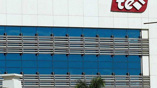 شعار شركة المصرية للاتصالات على مبنى في القاهرة