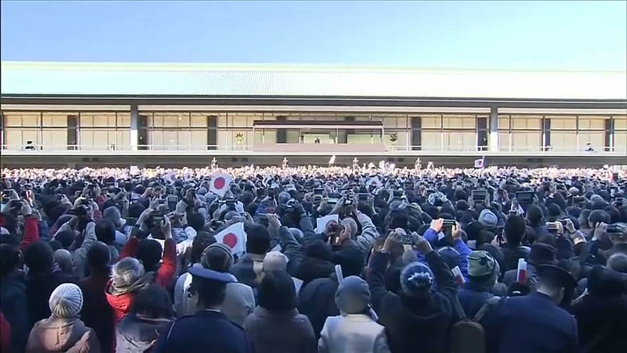 Рекордное число японцев поздравили императора с 2018