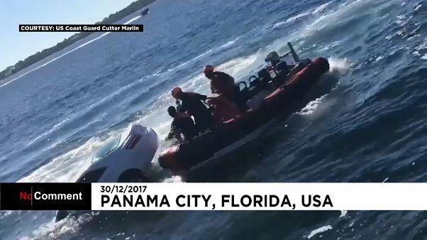 Guarda Costeira dos EUA resgata homem que caiu de carro ao mar