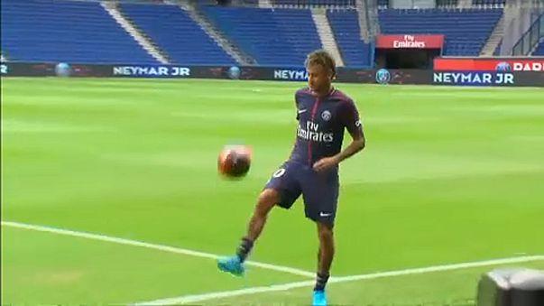 Neymar újra egyéni trófeát nyert