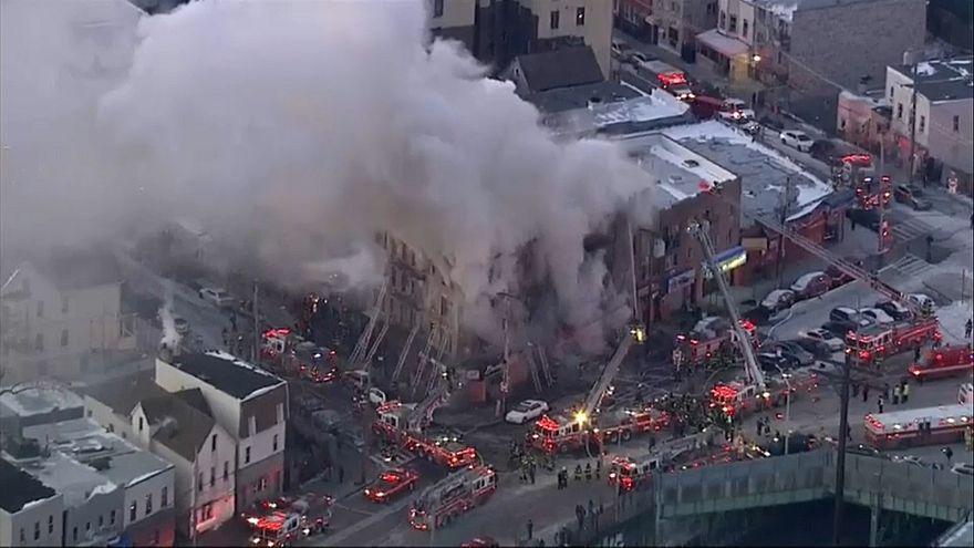 Bronx acorda com mais um incêndio de grandes dimensões