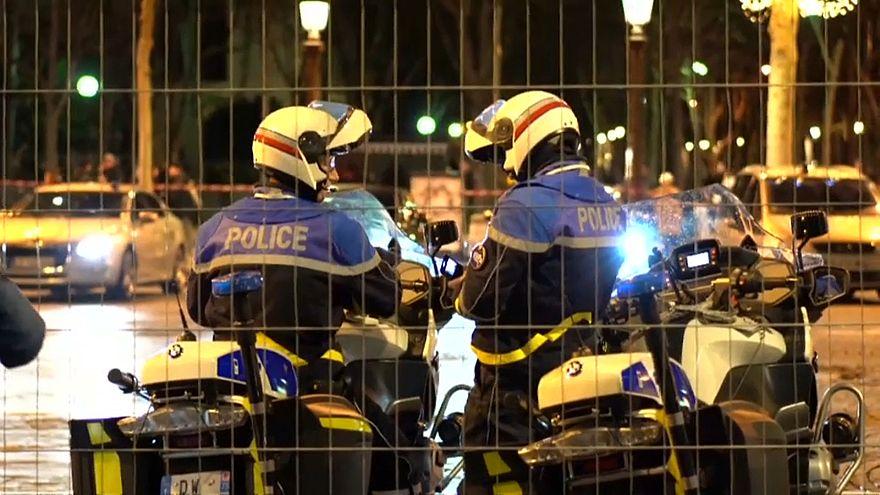 Sie filmen und lachen - Schock über Gewalt gegen Polizisten